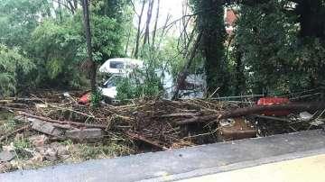 Наводнения отнеха живота на 6 души в италианската област Тоскана