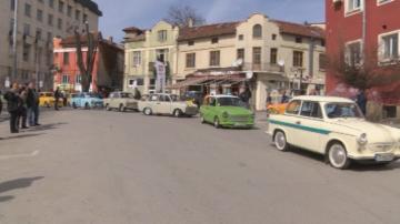 Трабантфест: Над 80 трабанта преминаха по улиците на Велико Търново
