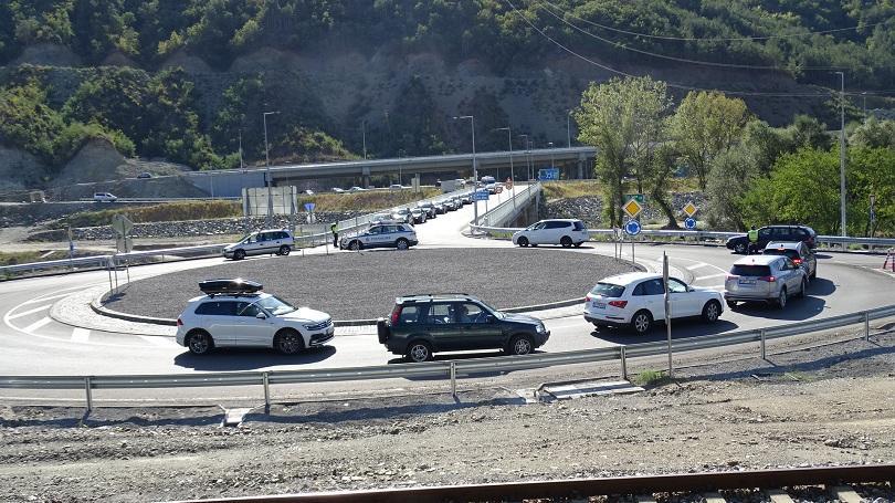 Интензивен трафик и засилени проверки по пътищата през първия от