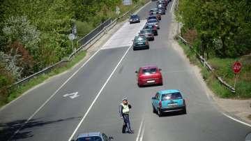 Интензивно движение към София, екипи на КАТ контролират трафика