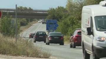 Натоварен трафик и засилени проверки по пътищата през почивните дни 