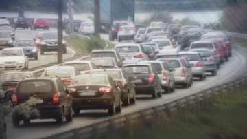 МВР засилва контрола по пътищата за празниците, ограничават движението на тирове
