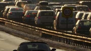 На път за празниците: Над 300 000 автомобила напускат столицата