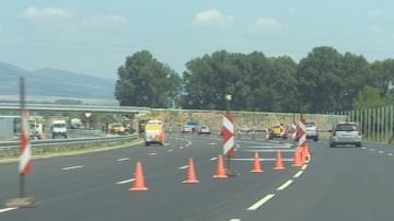 Ограничения на движението и пътни ремонти в последния от серията почивни дни