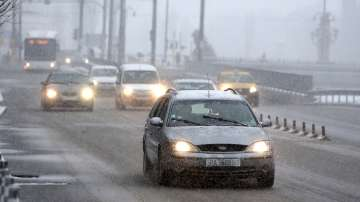 Влошаването на времето започна, най-силно вали сняг в София