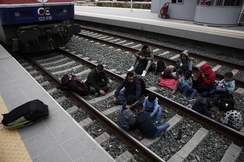 Движещ се по линията Александруполис-Орменион влак уби мигрант, който спял