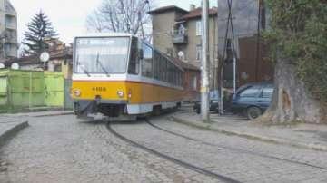 Опасна спирка на трамвай в близост до училище