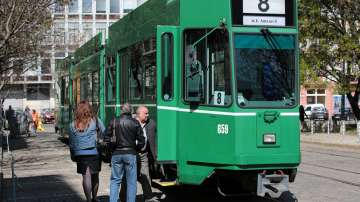 Краставичките на Базел тръгнаха по релсите в София