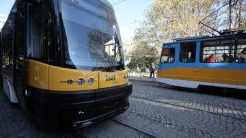 """Заради разбити релси пътуването с трамвай по столичния бул. """"България"""" е кошмар"""