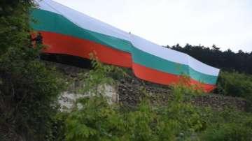 Огромен български трибагреник се развя над Сливен
