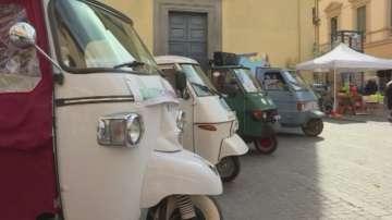 Фенове на романтични триколки се събраха на празник в Тоскана