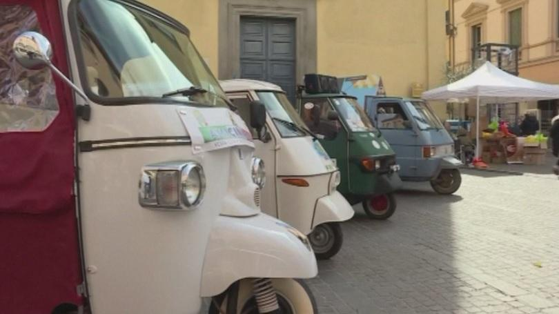 Снимка: Фенове на романтични триколки се събраха на празник в Тоскана