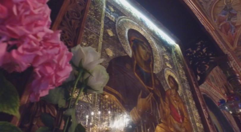 В Троянския манастир започна Светата литургия за празника Успение Богородично,