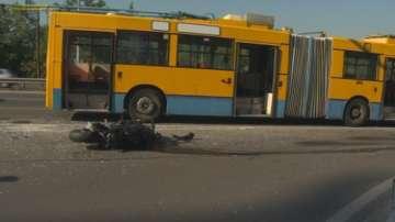 Моторист се вряза в тролейбус на Цариградско шосе в София