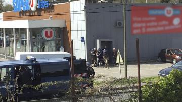 Почина полицаят, който бе ранен във френския град Треб