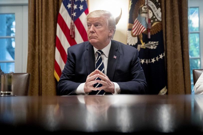 Тръмп, приятелите и интересите