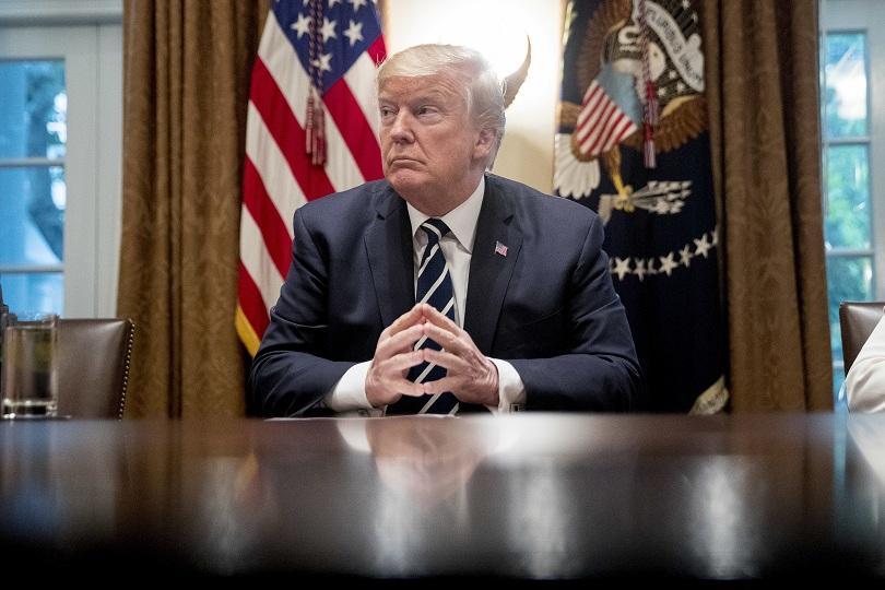 снимка 1 Тръмп, приятелите и интересите