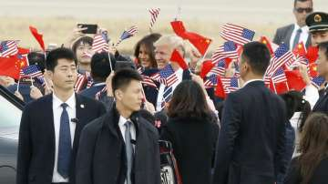 Тръмп кацна в Китай на официално посещение (СНИМКИ)