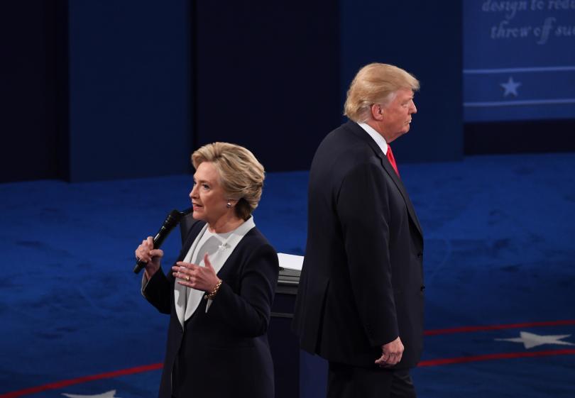 разликата клинтън тръмп проучванията намалява