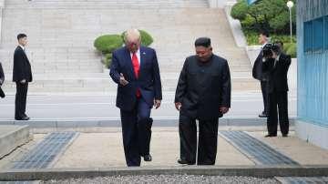 За първи път действащ американски президент стъпи на севернокорейска земя