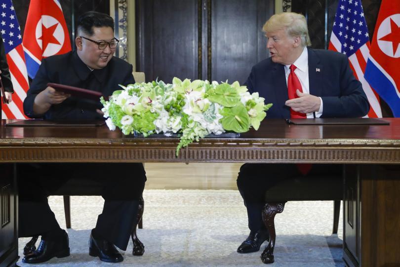 снимка 1 Доналд Тръмп и Ким Чен-ун подписаха стратегически документ