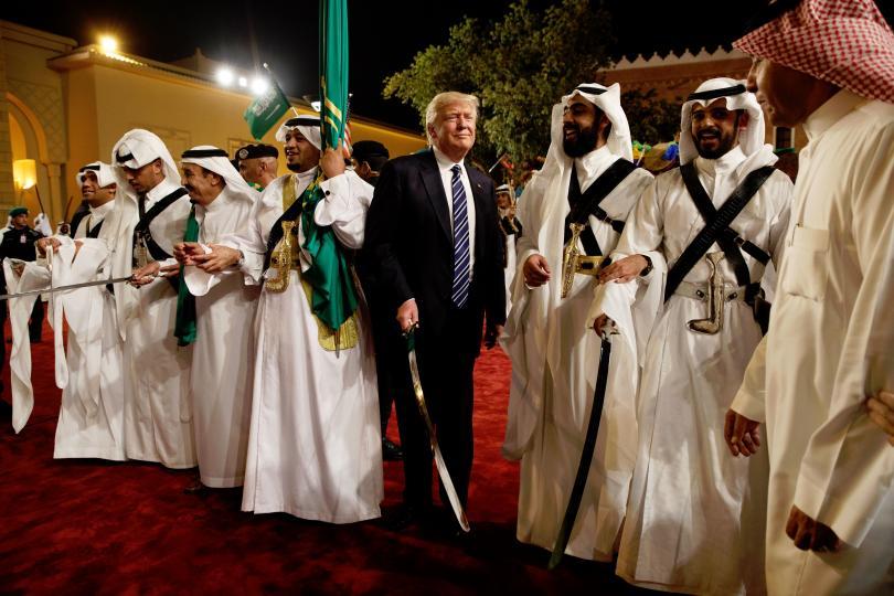Тръмп помирява арабския свят, а в САЩ говорят за импийчмънт