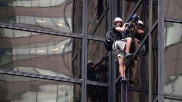 Мъж се изкачи по фасадата на Тръмп Тауър в Ню Йорк