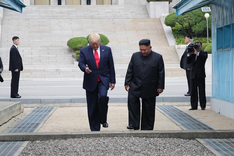 Тръмп влезе в Северна Корея за среща с Ким Чен Ун