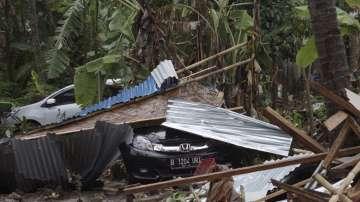 Най-малко 62 души загинаха при цунами в Индонезия