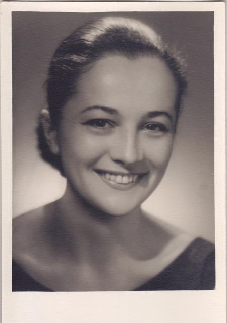 снимка 1 Почина първата телевизионна говорителка Цветана Гълъбова