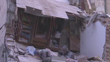 Ужасът в Тумане: Млад мъж разказва как са извадили семейството му от руините