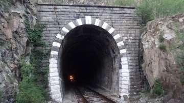 БДЖ спря временно 14 пътнически влака заради липсата на локомотиви