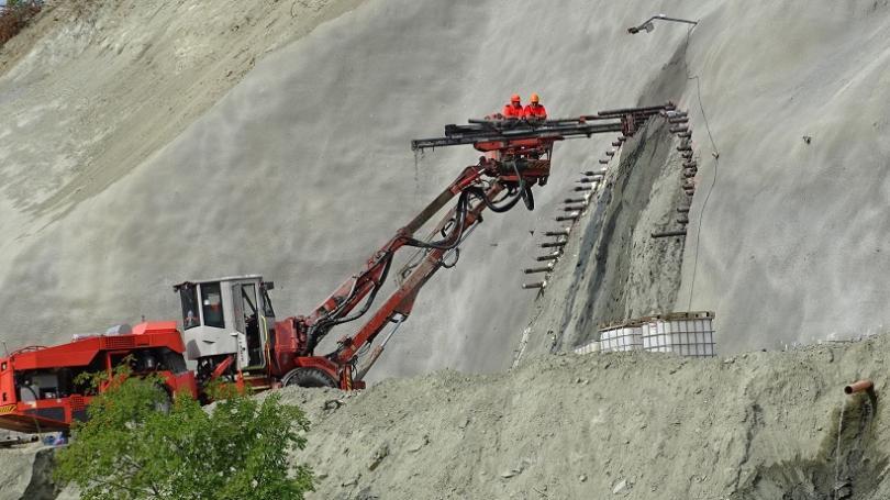 """Започнаха изкопните дейности по тунел """"Железница"""" - най-дългият у нас"""