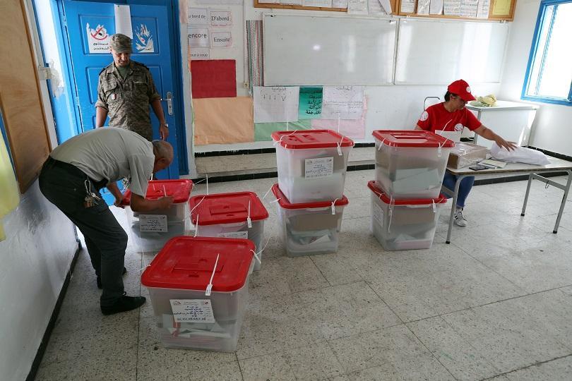 В Тунис днес се провежда първи тур на предсрочните президентски