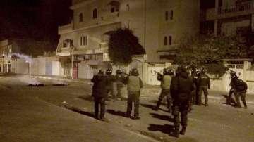 Сблъсъци в тунизийски градове след самозапалване на журналист