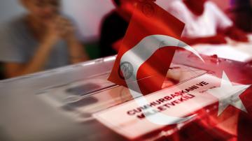 От нашите пратеници: Ердоган печели 56,3% подкрепа при 53,5% преброени бюлетини