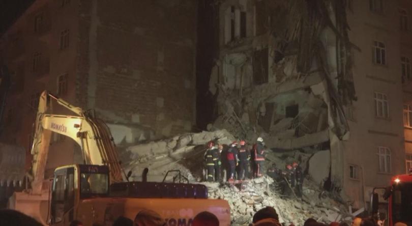 20 вече са жертвите на силното земетресение, което снощи разлюля