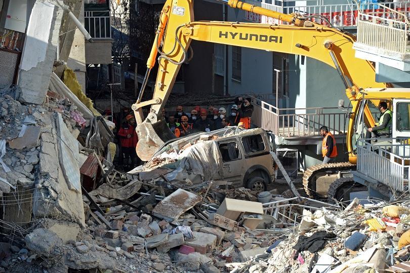 Сред развалините в засегнатите от земетресението провинции в Източна Турция