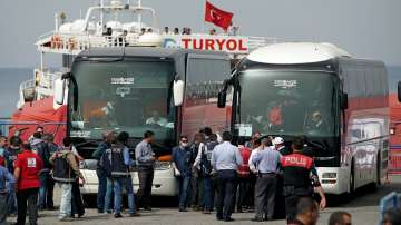 Връщат над 100 мигранти от Лесбос в Турция