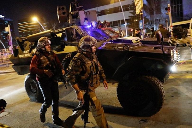 турските власти започнаха арести връзка военния преврат