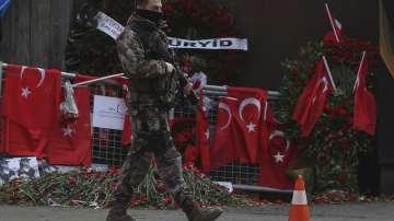 Турските власти знаят самоличността на атентатора от истанбулския клуб Рейна