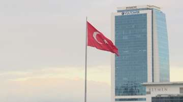 Турция трябва да спазва върховенството на закона, заявиха Столтенберг и Меркел