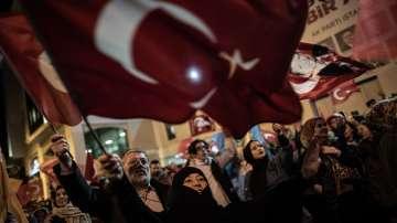 Управляващата партия печели местните избори в Турция, губи обаче Анкара