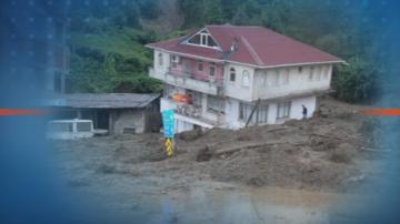 Най-малко двама души са загинали при наводненията в Турция