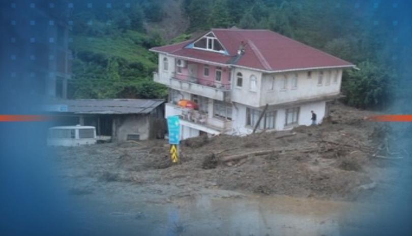 Най-малко двама души са загинали при наводненията в Северна Турция.