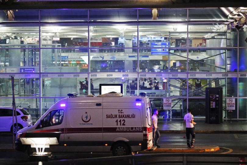 Близо 50 достигна броят на убитите при атентата на летище Ататюрк