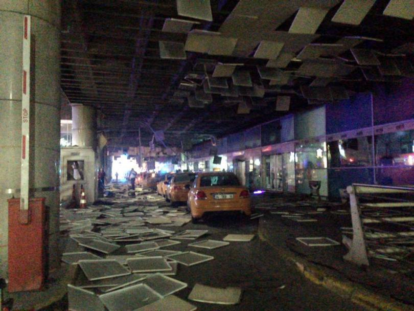 снимка 2 Близо 50 достигна броят на убитите при атентата на летище Ататюрк