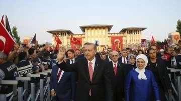 С масови митинги Турция отбеляза годишнината от преврата