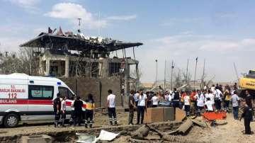 Трима души загинаха при експлозия на кола-бомба в Югоизточна Турция