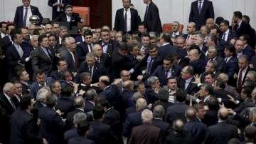 Сблъсъци в турския парламент